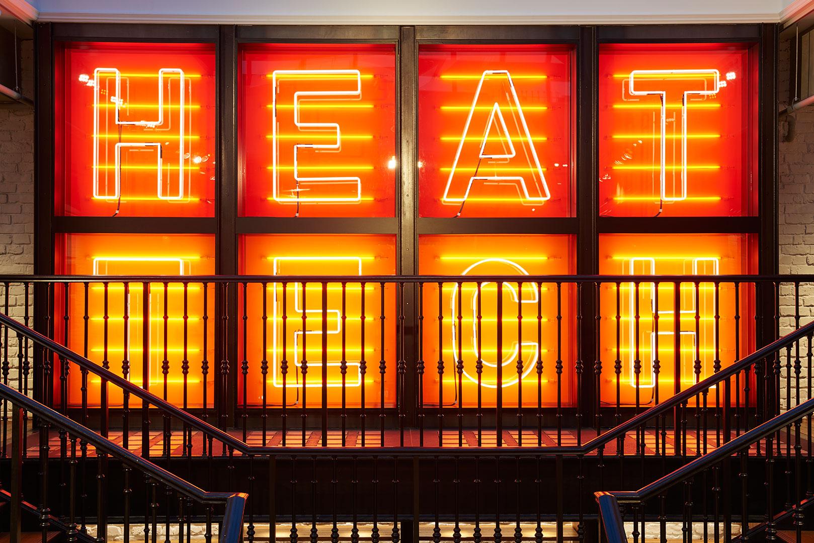 neon fluorescent light display london 1080